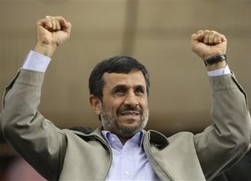 Ahmadinejad: Pesawat AS tak Ditembak Jatuh, Tapi Kami Bajak