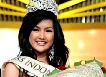 Foto Astrid Ellena Indriana Yunadi Pemenang Miss Indonesia 2011