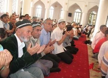 Tajikistan Ketar-ketir Populasi Muslim Meluas