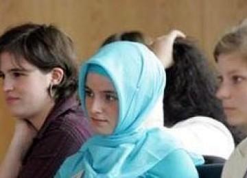 Model AS Sara Bokker: Menjadi Muslim, Aku Bak Terbebas dari Belenggu Perbudakan