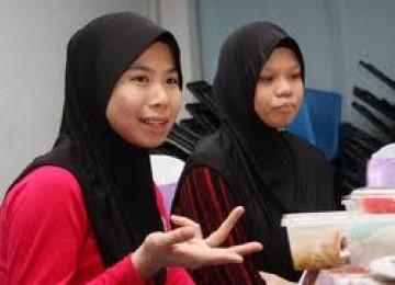 Sara dan Elaine: Sebelum Jadi Muslim Coba-coba Puasa....Kini Bersyukur Rasakan Ramadhan