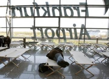 http://static.republika.co.id/uploads/images/headline/seorang_penumpang_tertidur_di_bandara_frankfurt_jerman_belum_ada_100417212623.jpg