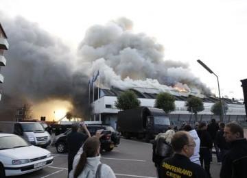 Pameran Seks Terbesar Batal Digelar...Stadion Lokasi Acara Mendadak Terbakar