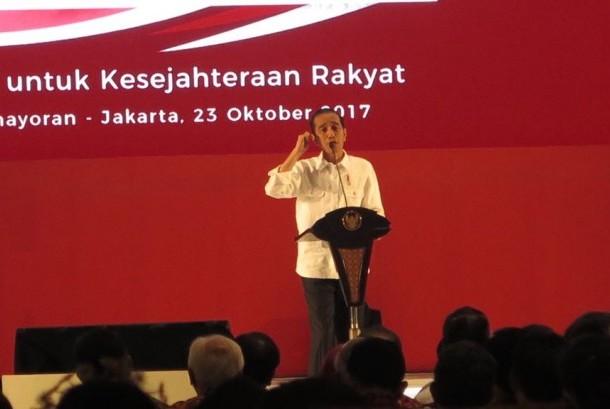 [10:17 PM, 10/23/2017] Debbie S: Presiden Joko Widodo memberikan arahan pada Rembuk Nasional di Jiexpo Kemayoran, Senin (23/10) malam.