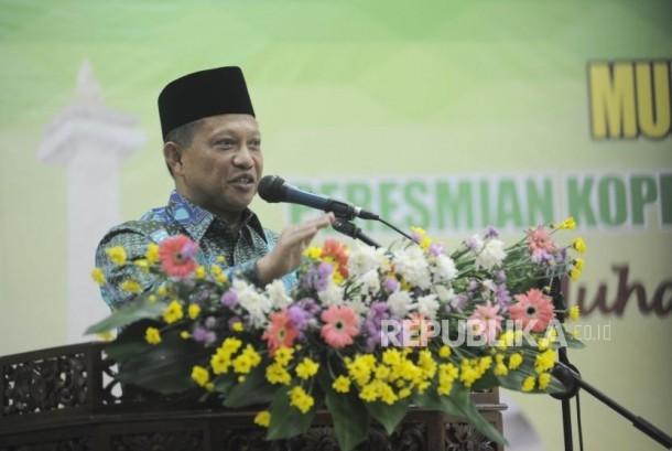 Kapolri Jendral Polisi Tito Karnavian memberikan sambutan dalam acara Syukuran Dua Tahun Muhammadiyah Ranting Pondok Labu,Jakarta, Ahad (19/11).
