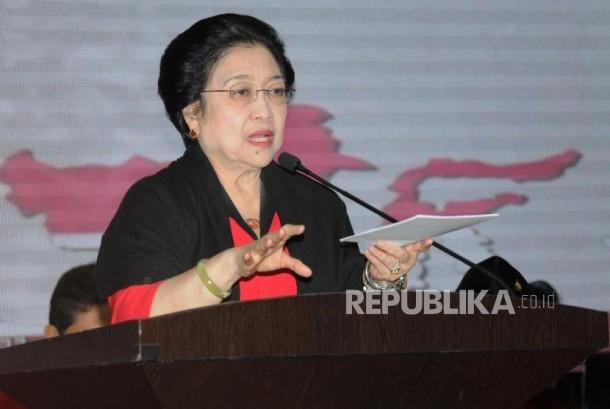 Pengumuman Bakal calon Gubernur PDI Perjuangan. Ketua Umum PDIP Megawati Soekarnoputri menyampaikan pidatonya saat penguuman bakal calon gubernur dan wakil gubernur empat daerah di DPP PDI Perjuangan, Jakarta, Ahad (17/12).