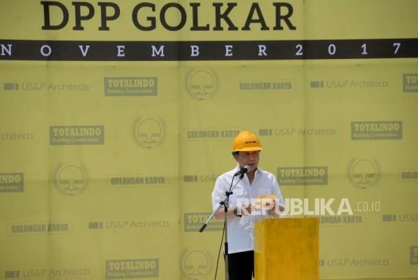 Ketua Umum Partai Golkar Setya Novanto memberikan sambutan saat  gedung baru Partai Golkar di DPP Partai Golkar di Jakarta, Ahad (12/11).