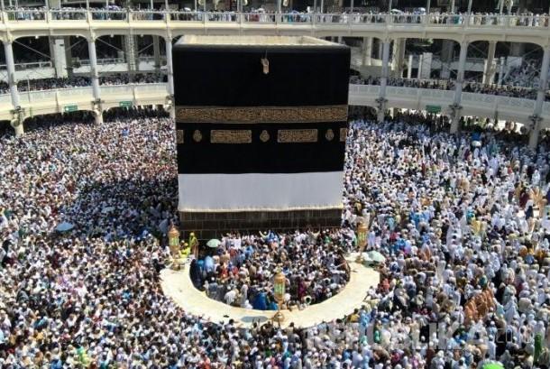 Masjidil Haram Padat Puluhan ribu jamaah haji dari berbagai negara memadati areal tawaf Masjidil Haram di Makkah, Arab Saudi, Jumat (18/9). Menjelang wukuf, kondisi masjid terbesar di dunia ini semakin dipadati jamaah haji yang ingin beribadah di sana.   foto: EH Ismail