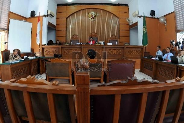 Sidang praperadilan mantan Dirjen Pajak Hadi Poernomo di PN Jakarta Selatan, Jumat (22/5). (Republika/Agung Supriyanto)