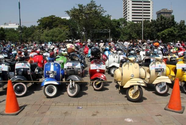 Ratusan pemilik Vespa se-Jabodetabek dan sekitarnya berkumpul mengikuti acara tahunan Mods May Day Jakarta 2015, Sabtu (23/5). (foto : MgROL_39)