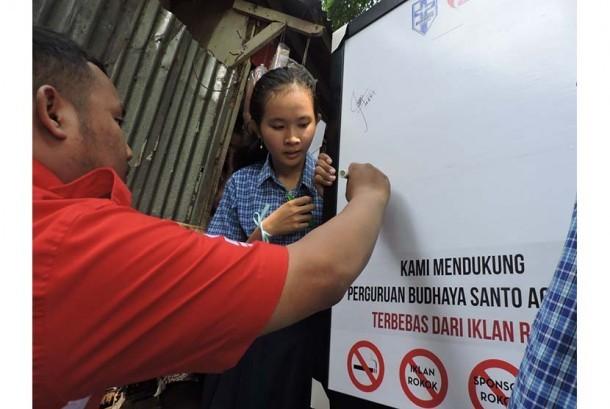 Penandatanganan deklarasi menolak iklan rokok di lingkungan sekolah.