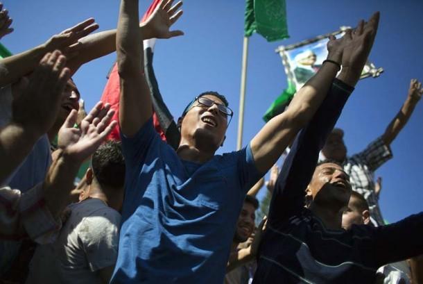 Warga Palestina di Gaza City, Kamis (12/10), menyambut gembira kesepakatan rekonsiliasi antara Hamas dan Fatah.