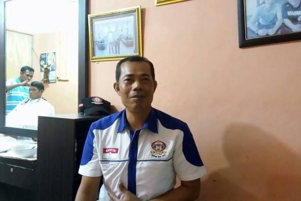 Agus Wahidin, tukang cukur asal Garut yang menjadi penata rambut presiden keenam RI, SBY.