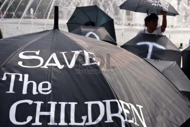 Aksi kampanye menentang kejahatan seksual terhadap perempuan dan anak di Bundaran HI, Jakarta, Selasa (29/1).   (Republika/ Tahta Aidilla)