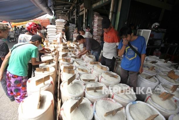 Aktivitas perdangan beras (ilustrasi)