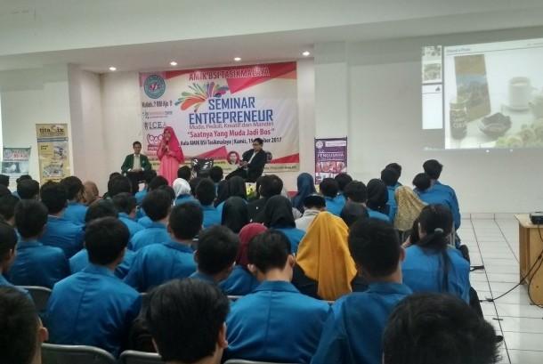 AMIK BSI Tasikmalaya menyelenggarakan seminar entrepreneur.
