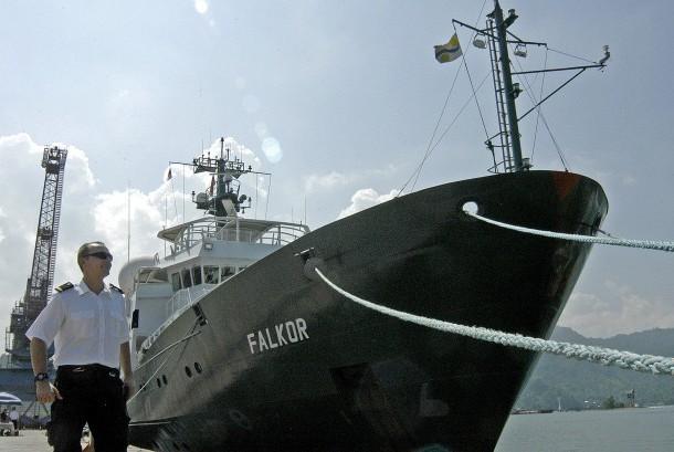 [ilustrasi] Anak buah kapal berjaga di dekat kapal riset yang digunakan untuk penelitian di wilayah laut Indonesia.