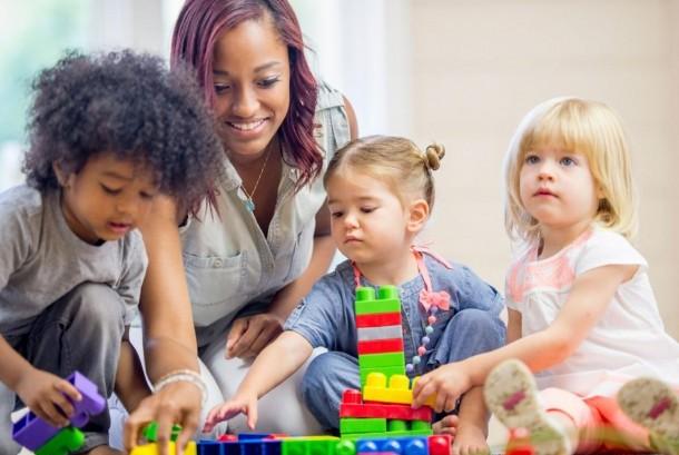 Anak yang punya kemampuan dua bahasa atau bilingual (ilustrasi)