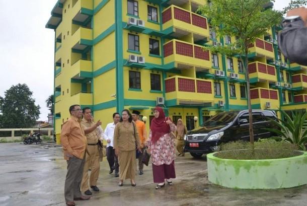Anggota Komisi VIII DPR RI Ledia Hanifa Amaliah saat meninjau persiapan pembangunan asrama haji di kawasan Labersa, Pekanbaru, Riau. (Ilustrasi)