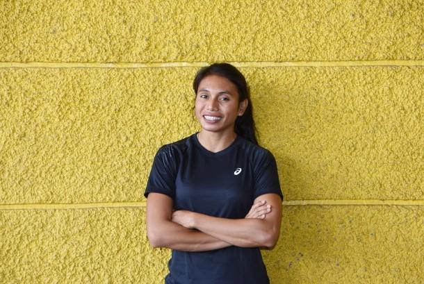 Atlet lompat jauh Maria Londa berpose di Kawasan Senayan, Jakarta, Selasa (21/6).