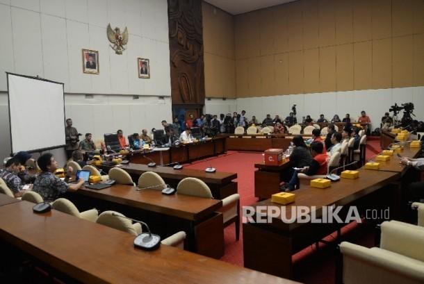 Audiensi Pansus Hak Angket KPK dengan Madrasah Anti Korupsi PP Pemuda Muhammadiyah di Kompleks Parlemen, Senayan, Jakarta, Jumat (14/7).
