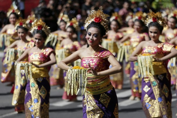 China accounted for 26.71 percent or the largest among ten main countries of origin in number of foreign tourists visiting Bali in the first five months of the years.