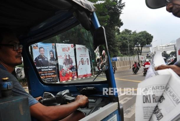 Baliho tiga pasang calon Pilkada DKI Jakarta terpasang di kawasan Tugu Tani, Jakarta, Ahad (20\11).