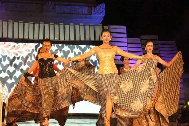 Banyuwangi Batik Festival (BBF) 2015 Digelar di Taman Blambangan ...