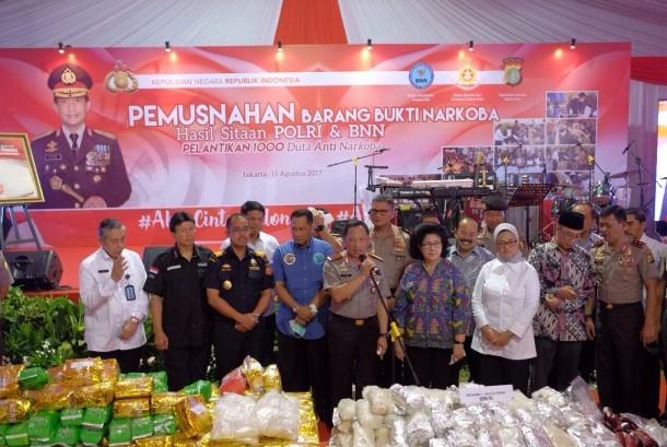 Bea Cukai, BNN, dan polisi memusnahkan barang hasil tangkapan berupa 1,4 ton sabu dan 1,2 juta butir ekstasi di lokasi pemusnahan Angkasapura Bandara Soekarno Hatta.