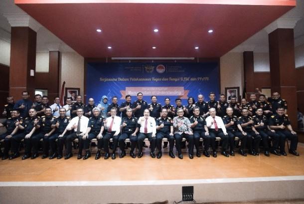 Bea Cukai dan PPATK menandatangani MoU kerja sama dalam pelaksanaan tugas dan fungsi Bea Cukai dan PPATK pada hari Senin (21/8).