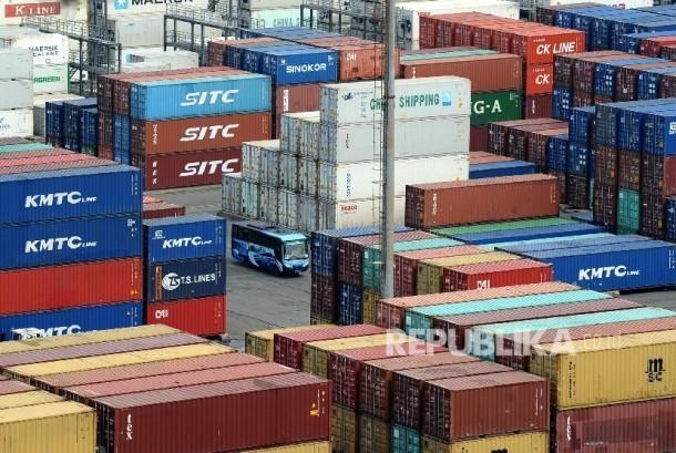 Bea dan Cukai telah menetapkankan peraturan tentang tata cara pemberian pengangkutan kepabeanan sebagai Operator Ekonomi Bersertifikat.