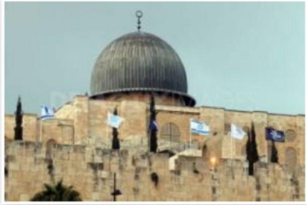 Bendera Israel di kompleks Masjid Al-Aqsha