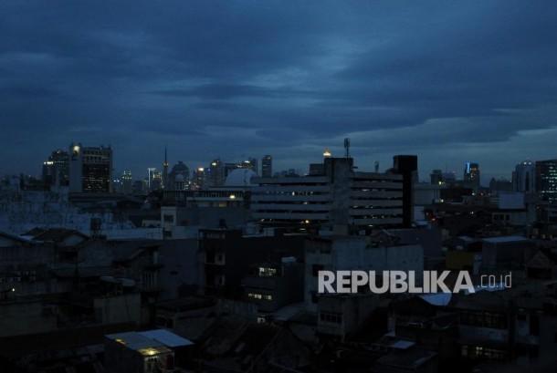 BMKG mendeteksi akan adanya Siklon Tropis Cempaka di wilayah pesisir Selatan Pulau Jawa yang akan berdampak pada perubahan pola cuaca di sejumlah wilayah di Indonesia.