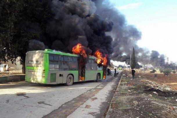 Bus yang terbakar saat perjalanan (Ilustrasi)