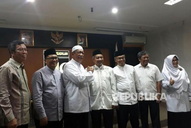 Calon Gubernur Jabar, Deddy Mizwar (Demiz) mengunjungi Kantor DPW PKS Jabar di Jalan Soekarnohatta Kota Bandung, diterima oleh Ketua DPW PKS Jabar Ahmad Syaikhu, Jumat (27/10).