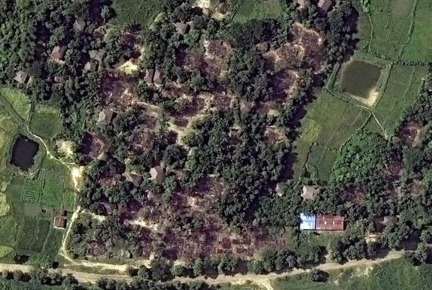 Citra satelit  DigitalGlobe yang dirilis oleh Human Rights Watch 21 November 2016, menunjukan kerusakan bangunan di desa Wa Peik, Maungdaw District, Myanmar dimana etnis Rohingya tinggal.