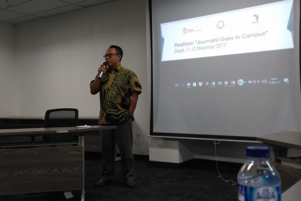 Communications Director danone indonesia, Arif mujahidin saat membuka acara Journalist Goes to Campus di Gedung A Fakultas Kesehatan Masyarakat Universitas Indonesia (FKM UI), Depok, Senin (11/12).