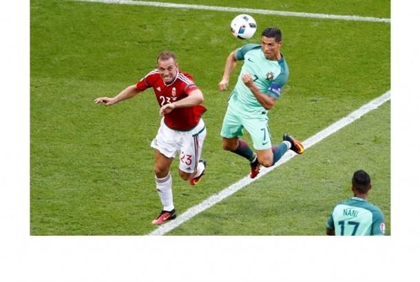 Cristiano Ronaldo saat mencetak gol keduanya sekaligus gol ketiga Portugal.