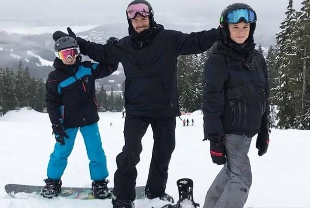 David Beckham bersama kedua anaknya saat berlibur di Kanada.