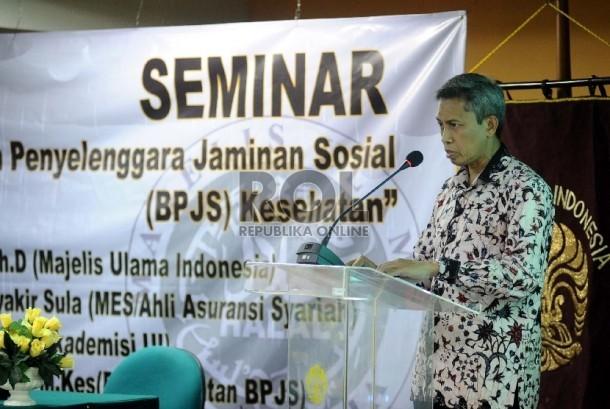 Deputi Komisioner Pengawas Industri Keuangan Non-Bank Otoritas Jasa Keuangan (IKNB OJK) Edy Setiadi saat menjadi pembicara utama dalam seminar di Universitas Indonesia Pasca Sarjana, Jakarta, Jumat (21/8).