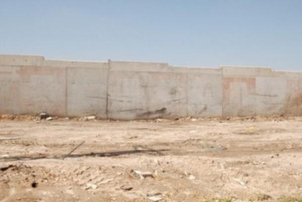 Dinding pemisah antara komunitas Arab dan Yahudi di Kota Lod, Israel.
