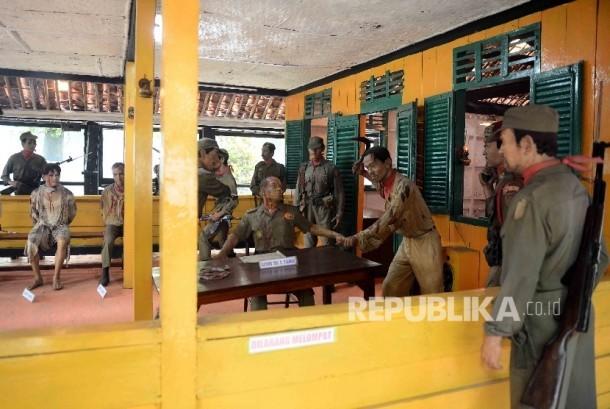 Diorama penyiksaan Mayjend TNI S. Parman ketika meletusnya Gerakan 30 September (G30S) PKI di Monumen Lubang Buaya, Pondok Gede, Jakarta (ilustrasi)