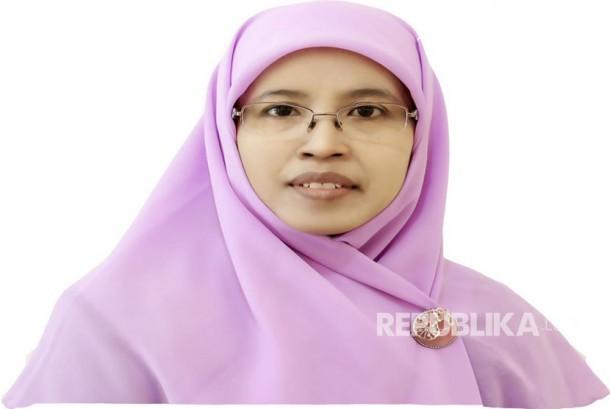 Dra Hj.Siti Faizah Ketua Umum PP Salimah 2015-2020