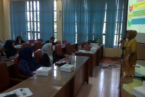 Edukasi kecantikan di Universitas Semarang (USM).