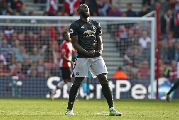Ekspresi striker Manchester United, Romelu Lukaku pada laga Liga Primer Inggris lawan Southampton di Stadion Saint Mary's, Sabtu (23/9). Lukaku mencetak gol kemenangan United pada laga ini.