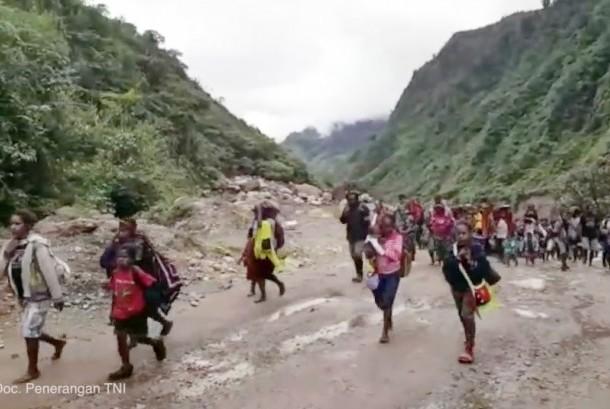 Evakuasi warga sipil yang disandera di Papua
