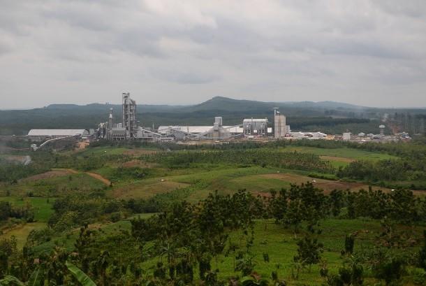 Foto areal pabrik PT Semen Indonesia (Persero) Tbk, di Gunem, Rembang, Jawa Tengah, Rabu (22/3).