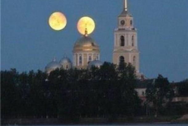 Foto ini kerap disebarkan di jejaring media sosial soal adanya purnama ganda pada 27 Agustus 2016 yang menyatakan planet Mars akan sebesar bulan purnama. Ternyata kabar ini tidak benar atau hoax. Jangan dipercaya...