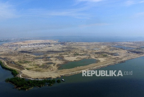 Aerial photo of the C and D islet on the Jakarta bay reclamation project, Wednesday (April 6).