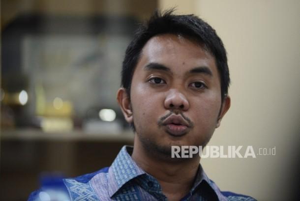Founder dan CEO PT. Amartha Mikro Fintek, Andi Taufan Garuda Putra memberikan penjelasan mengenai aplikasi Fintek peminjaman uang kepada redaksi Harian Republika saat melakukan pertemuan di Gedung Harian Republika, Jakarta, Selasa (14/2).